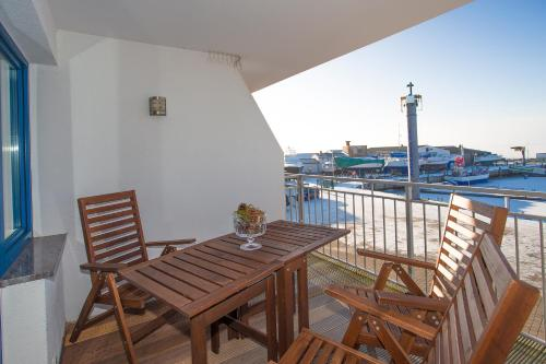 Two-Bedroom Apartment with Balcony - Fewo 1