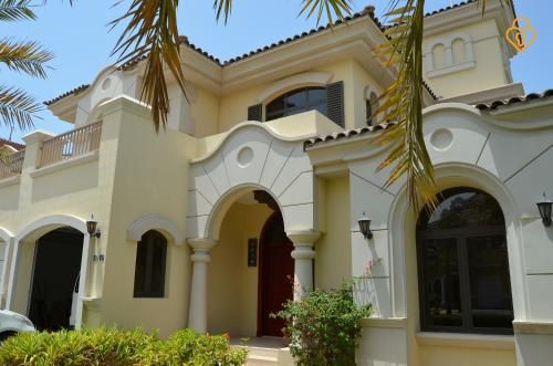 Keys Please Holiday Homes - Beach Villa on Palm Jumeirah Island - 0