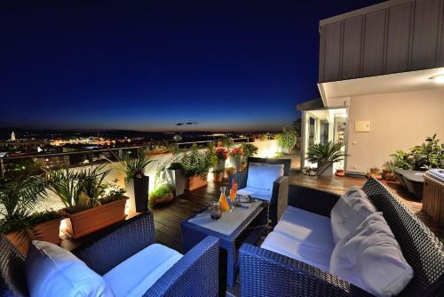 Sunny Garden Luxury Penthouse Apartment