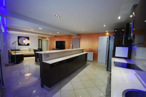 Appartement luxe 3 chambres proche carlton saint jean de for Prix chambre carlton cannes
