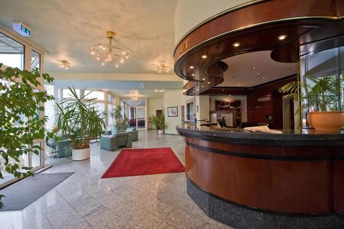 hotel astoria komfort essen germany overview. Black Bedroom Furniture Sets. Home Design Ideas