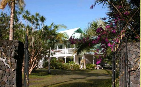 Lava Tree Tropic Inn