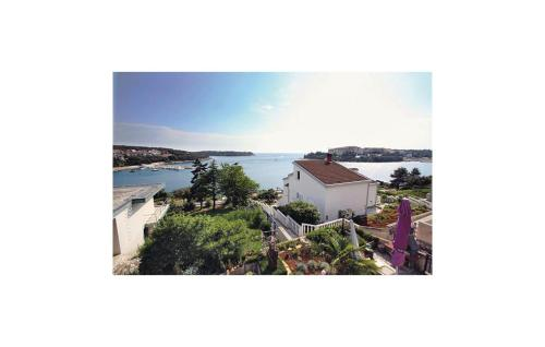 One-Bedroom Apartment Pula with Sea view 05