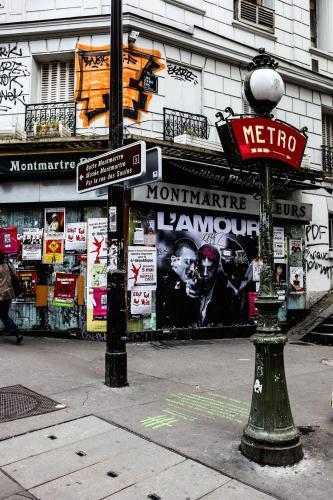 Montmartre Apartments Leo Ferre