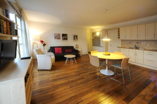 Apart of Paris - Le Marais - Rue de Montmorency - 2 Bedroom - 1