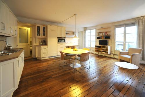 Apart of Paris - Le Marais - Rue de Montmorency - 2 Bedroom - 0