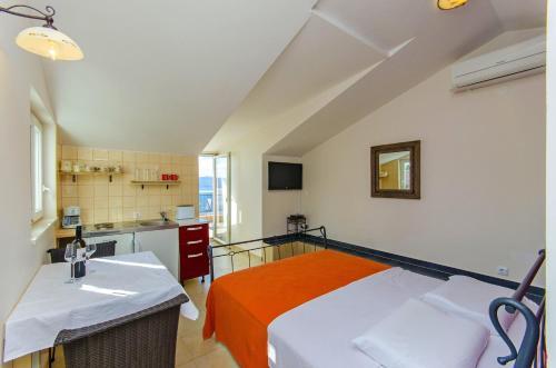 Apartments Pitesa