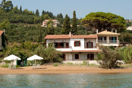 Alekos Beach Houses