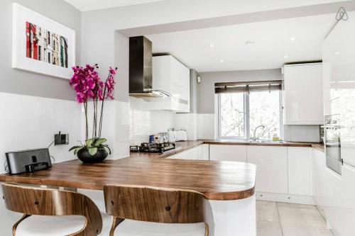 3 Bed Apartment W10