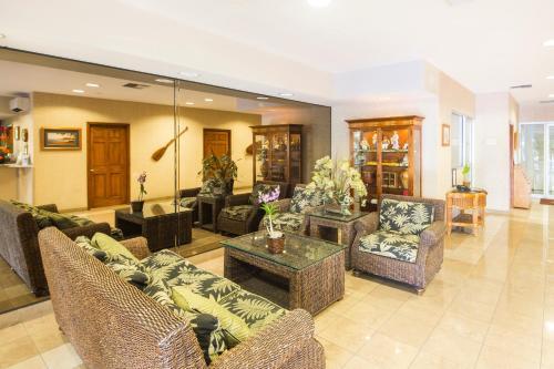Castle Waikiki Shore Luxury Two Bedroom Apartment Honolulu Oahu