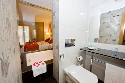 Superior Double Room ATH Enara Boutique Hotel 4