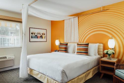 Wild Palms Hotel CA, 94087