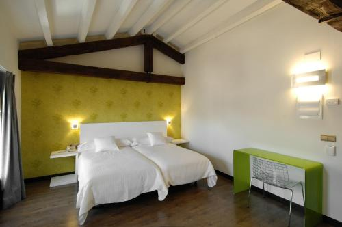 Double or Twin Room Hotel Cienbalcones 1