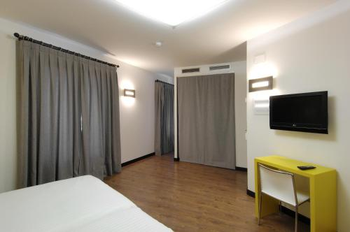 Double or Twin Room Hotel Cienbalcones 3