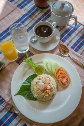 Kaomai lanna resort san pa tong for Antique thai cuisine san diego
