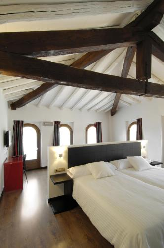 Superior Twin Room Hotel Cienbalcones 3