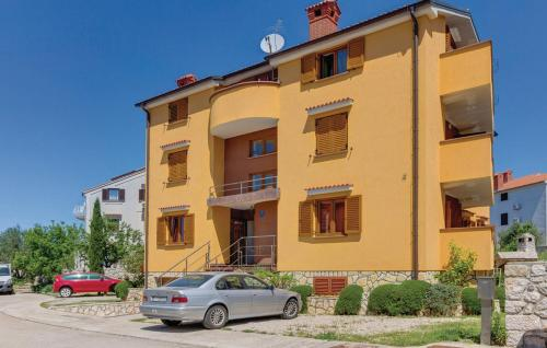 Two-Bedroom Apartment in Cres