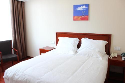 Отель GreenTree Inn Shanghai Pudong Airport HuaxiaE) Road Lingkong Road Metro Station Express Hotel 2 звезды Китай