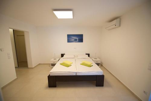Apartments Petrovac