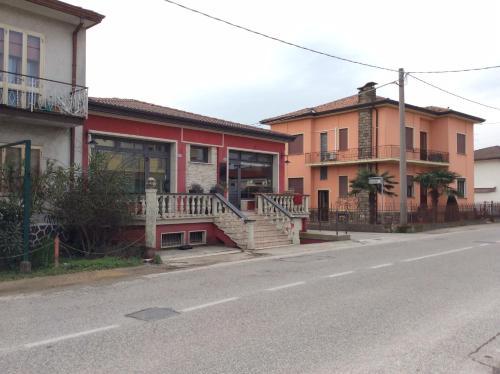 Manu Gold House