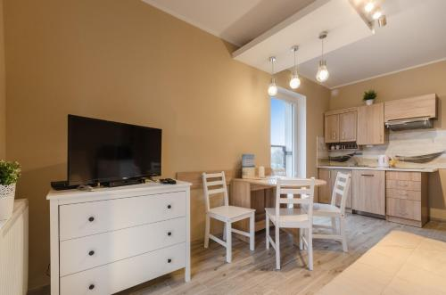One-Bedroom Apartment with Living Room and Kitchenette (4 Adults)