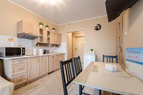 Studio Apartment with Kitchenette and Balcony (4 Adults)