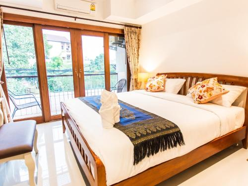 Rendezvous classic house chiang mai thailand rent by owner for Classic house chiang mai