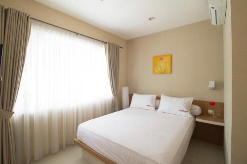 Отель RedDoorz Near Senopati 2 звезды Индонезия