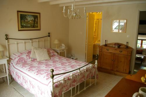 Cameră dublă cu baie privată (Double Room with Private Bathroom)