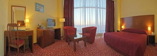 Junior Suite with King Bed and Panoramic View