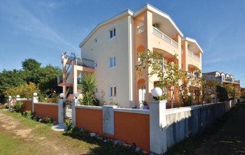 Apartment Sucuraj 02