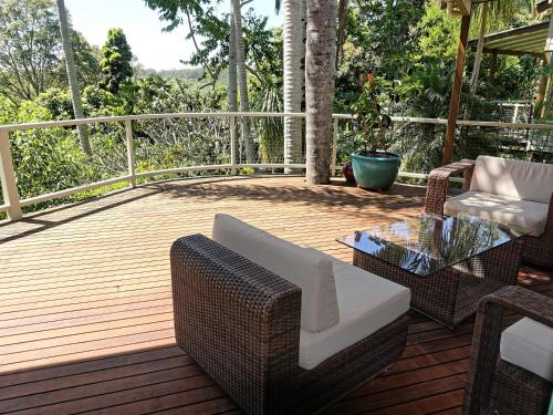 Axonda byron bay best places to stay for Balcony byron bay menu