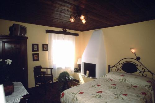 Traditional Double Room with Fireplace and Sea View