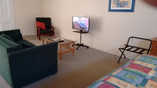 Nuffka Apartments, Бернт-Пайн