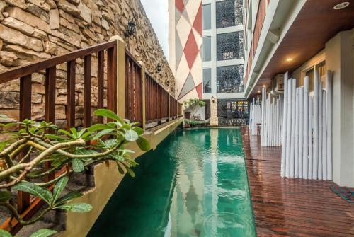 Отель ZenRooms Raya Kuta Joger 1 звезда Индонезия