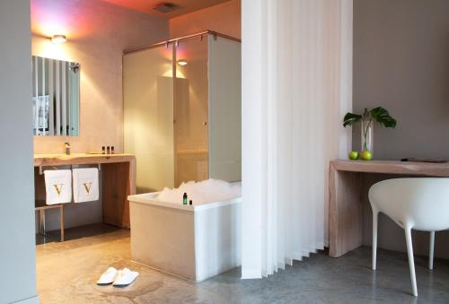 Suite with Spa Access - single occupancy Hotel Viura 11