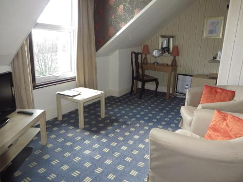 Large Double Room - 2nd Floor