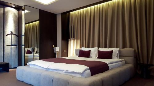 RiverSide- Restaurant, Hotel, Beach