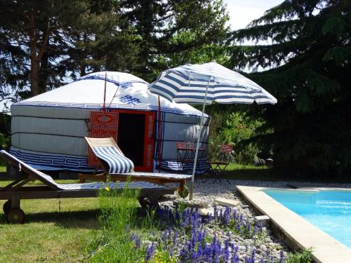 Yourte d'Ardèche avec piscine privée