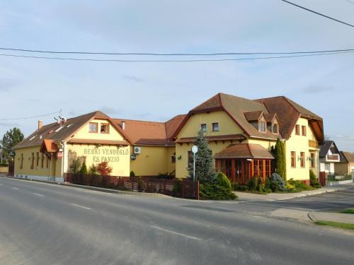 Отель Berki Vendéglő és Hotel 0 звёзд Венгрия