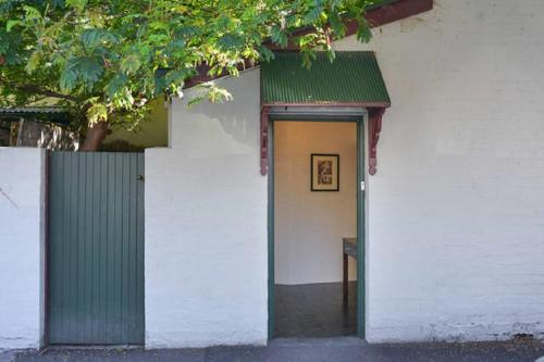 The coach house east melbourne richmond r servez en for 18 jolimont terrace east melbourne
