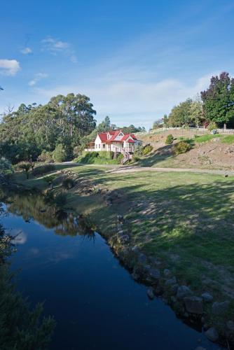 Crabtree Riverfront Cottages