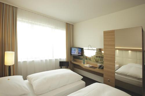 H4 Hotel Berlin Alexanderplatz impression