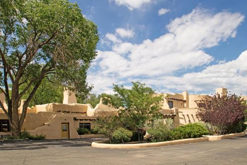 Sagebrush Inn & Suites