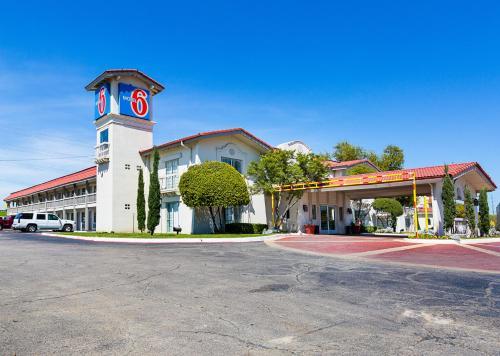 Picture of Motel 6 Dallas Market Center