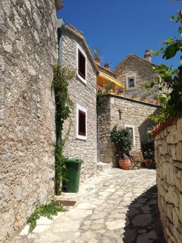 Secret House Andrea