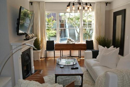 Exterior view Cole Valley Luxury Apartment