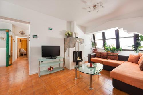 Evelyn Apartment