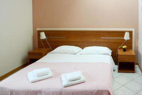 Albergo meubl abatjour province of mantova for Albergo meuble abatjour