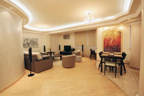 Royal Place Apartment, 基希讷乌